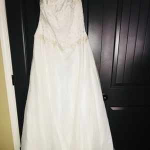 David's Bridal Ballgown Wedding Dress